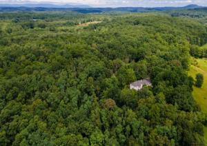 296 Stanford Rd, Millbrook, NY 12545
