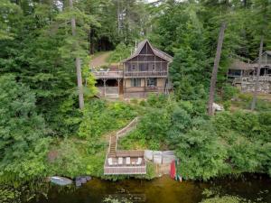 17 Tomahawk Dr, Lake Luzerne, NY 12846