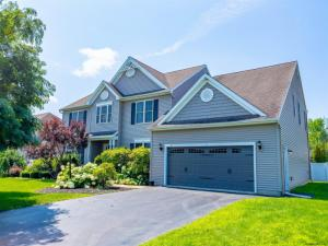 10 Rolling Hills Dr, Clifton Park, NY 12065