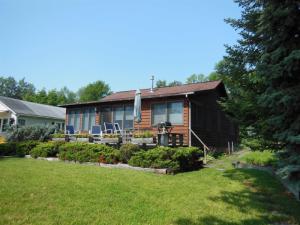 8 Cottage Rd, Ticonderoga, NY 12883