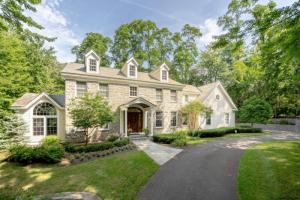 37 Hills Rd, Loudonville, NY 12211-1320