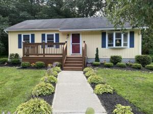 40 Pheasant Ct, Saratoga, NY 12866