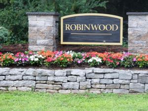 52 Robinwood Dr, Clifton Park, NY 12065