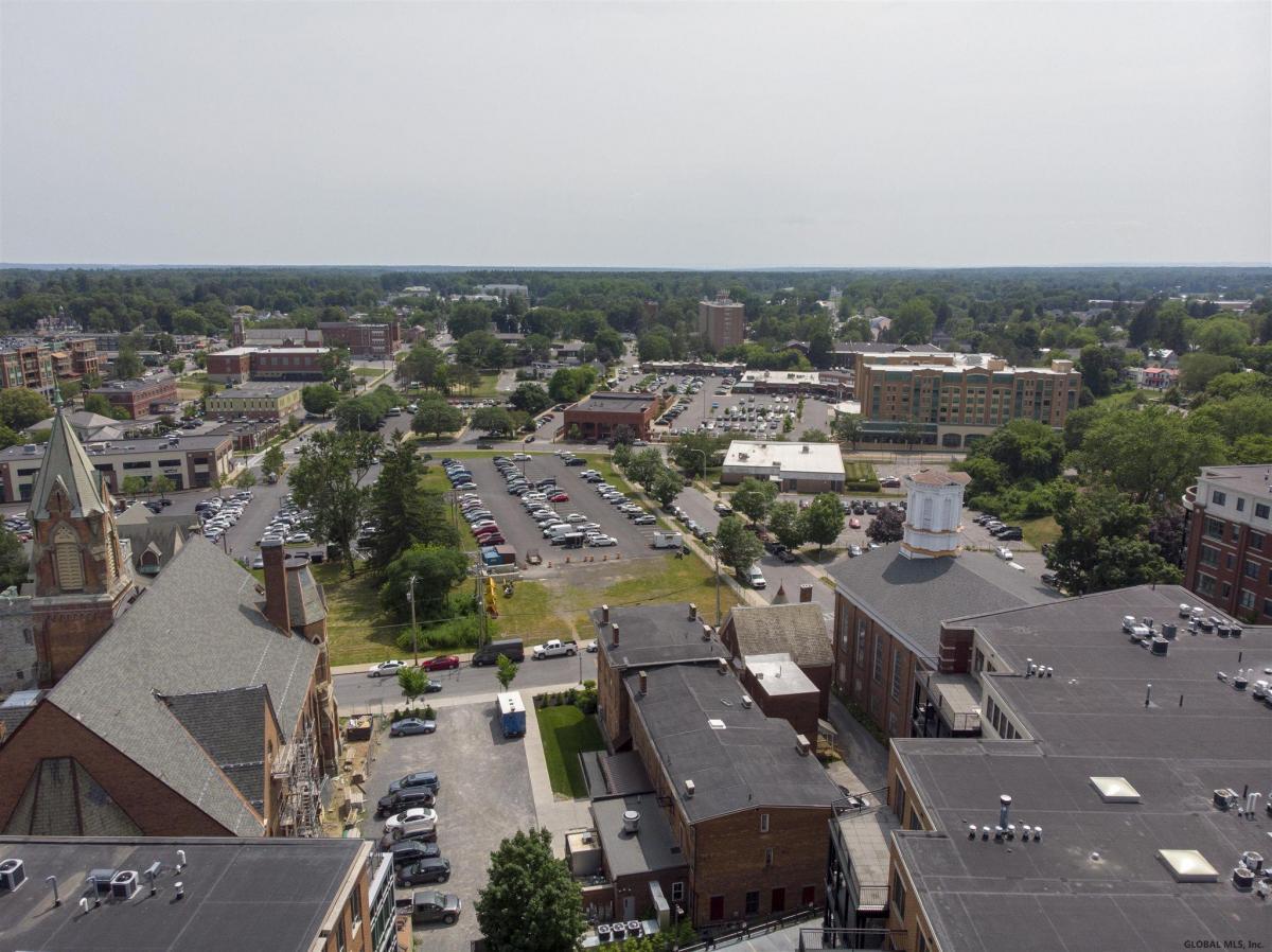 Saratoga S image 38
