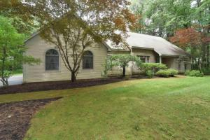 10 Rolling Brook Dr, Saratoga Springs, NY 12866