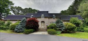 15 Springwood Manor Dr, Loudonville, NY 12211