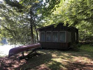 4 Hawkins Ln, Brant Lake, NY 12815