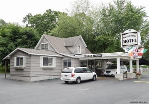 1082 New York State Route 9n, Queensbury, NY 12804-8517